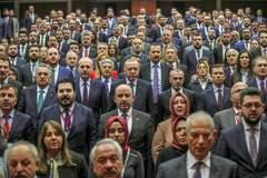 El presidente turco Recep Tayyip Erdogan con miembros del AKP, en Ankara.