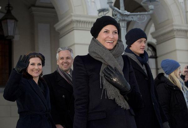 La princesa Mette-Marit también ha protagonizado otro momento complicado este año en la familia real noruega. Se ha sabido que tuvo varios encuentros (aunque no su naturaleza) con Jeffrey Epstein.