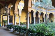 Uno de los patios del sevillano Palacio de Dueñas.