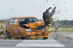 Prueba de choque que simula un accidente contra un jabalí