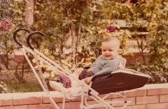 """Yo soy el bebé al que """"una señora abandonó"""" en la maternidad... y con 42 años puedo decir """"que ella se lo pierde"""""""