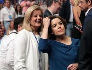 Fátima Báñez y Soraya Sáenz de Santamaría en un acto del Partido Popular.