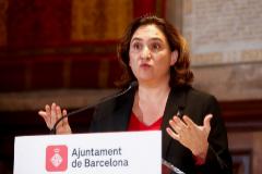 La alcaldesa de Barcelona, Ada Colau, en una rueda de prensa, en el ayuntamiento.
