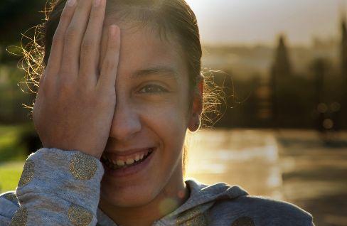 A Alba, con 12 años, le desconectaron el hemisferio derecho. No ha vuelto a tener crisis epilépticas.
