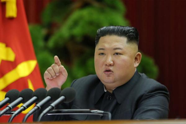 El líder norcoreano Kim Jong Un se dirige a su Comité Central.