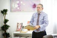 El concejal de Hacienda de Valencia, Ramón Vilar, en su despacho.