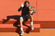 MCC017 ROQUEBRUNE CAP MARTIN (FRANCIA), 22/4/2012. El tenista español Rafael <HIT>Nadal</HIT> saluda con el trofeo del Masters de Montecarlo tras ganar la final contra el jugador serbio Novak Djokovic en Roquebrune Cap Martin (Francia), el 22 de abril de 2012. <HIT>Nadal</HIT> se impuso por 6-3 y 6-1. EFE/Stephane Reix