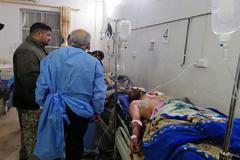 Miembros de las fuerzas paramilitares heridos en Qaim, Irak.