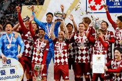 Iniesta levanta en Japón el último título de David Villa