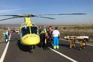 Traslado del herido en el helicóptero del Summa 112.