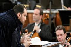 Andris Nelsons deslumbra con una brillante renovación del más clásico de los conciertos clásicos