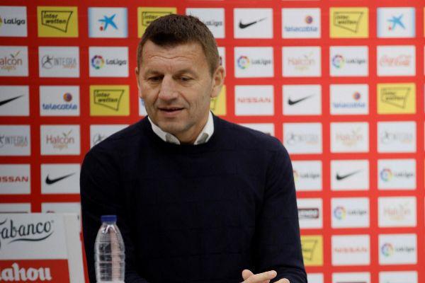 GRAF4904. <HIT>GIJÓN</HIT>.- El entrenador serbio, Miroslav Djukic,...