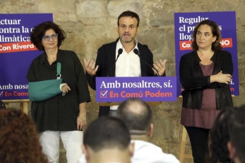Rosa Lluch (izqda.), en un acto de En Común Podem.