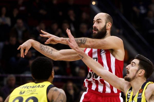 Piraeus (Greece).- Nando De Colo (R) of Fenerbahce Beco Istanbul in...