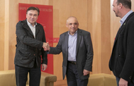 El diputado de Teruel Existe, Tomás Guilarte, junto al socialista Simancas.