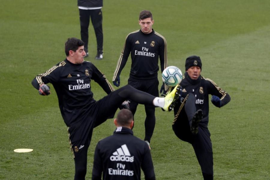 Los jugadores del Real Madrid en un entrenamiento antes del partido...