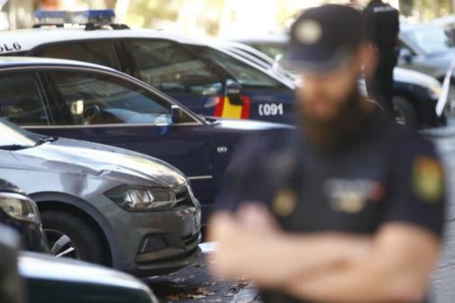 Un agente de Policía Nacional durante un suceso en la capital