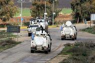 Cascos azules de las fuerzas de la ONU en el Líbano patrullan en Kfar Kila, tras el anuncio de la muerte de Qasem Soleimani.