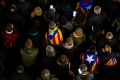 People demonstrate in support of Catalan leader Quim <HIT>Torra</HIT>, in Barcelona
