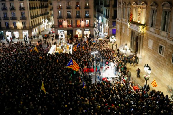 People demonstrate in support of Catalan leader Quim <HIT>Torra</HIT>,...