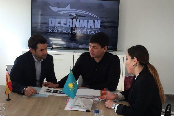 Yeraley Uralov y Fermín Egido, durante su reunión en Alicante.