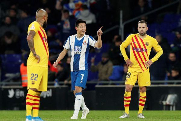 El Barça pincha en Cornellà y el Madrid le empata en el liderato