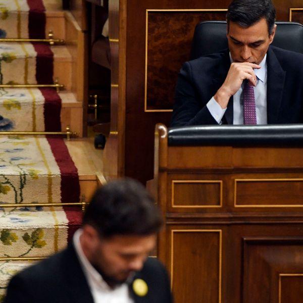 Gabriel Rufián y Pedro Sánchez durante el debate de investidura.
