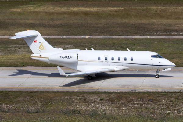 EL AVIÓN: Carlos Ghosn escapó de la capital japonesa en un vuelo privado. El avión, modelo TC-RZA, voló primero desde Osaka al aeropuerto de Atatürk. Después, Ghosn se desplazó a Líbano.