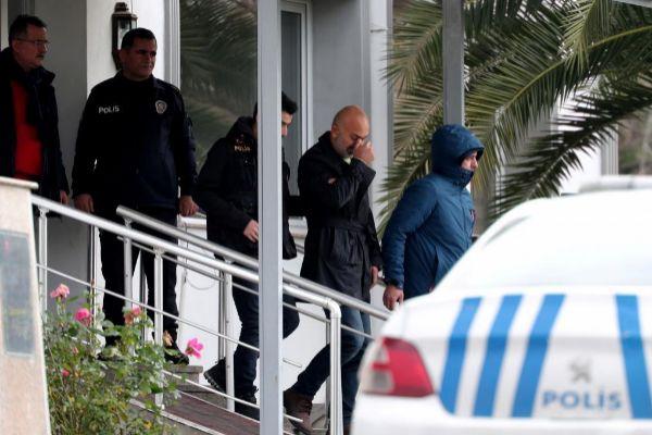 3 DE ENERO: Las autoridades turcas detuvieron a siete personas por ayudar presuntamente a Ghosn en su huida. Posteriormente, el juez decretó prisión preventiva para cinco de ellas.