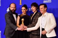 El equipo de Fleabag, de HBO, celebra sus Globos de Oro a mejor comedia y a mejor actriz.