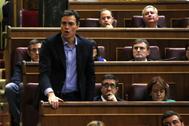 """Pedro Sánchez vota """"no"""" en el pleno de investidura de Mariano Rajoy, el 27 de octubre de 2016."""