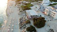 Restaurante y apartamentos Es Arenals, en la playa de Migjorn, en la isla de Formentera. ES ARENALS