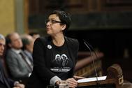 La diputada de ERC Montserrat Bassa, en un momento de su discurso, este martes, en la sesión de investidura de Pedro Sánchez, en el Congreso.