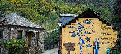 Calle en la aldea de San Facundo.