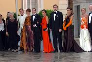 La infanta Pilar y sus hijos Bruno, fernando, Beltrán y Simoneta con sus parejas en la cena de gala con motivo de la boda de los Reyes en 2004.