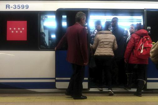 Uno de los trenes de la Línea 4 de Metro