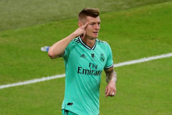 Kroos celebra su gol olímpico al Valencia.