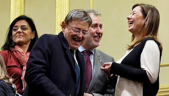 La presidenta Armengol con Ximo Puig en el Congreso de los Diputados el día de la investidura de Sánchez. JAVI MARTINEZ