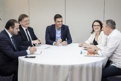 José Luis Ábalos, Ximo Puig, Pedro Sánchez, Mónica Oltra y Joan Baldoví durante una reunión en Valencia.