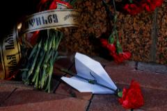 Flores en recuerdo a las víctimas del avión frente a la embajada iraní en Kiev.