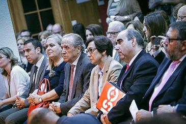 Representantes valencianos de patronales y sindicatos de la escuela concertada, en un acto.