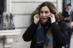 Políticos, empresarios y usuarios, contra la idea de Colau de suprimir los vuelos Madrid  - Barcelona