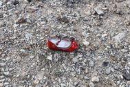 Un zapato de niño en el lugar en el que se estrelló el avión ucraniano.