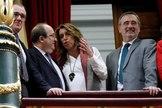 Susana Díaz conversa con Miquel Iceta en la tribuna de invitados del Congreso de los Diputados.