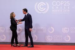 Teresa Ribera y el presidente del Gobierno, Pedro Sánchez, en la presentación de la Cumbre del Clima, en diciembre, en Madrid.