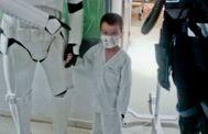 El niño de cinco años con cinco órganos trasplantados tras un error médico