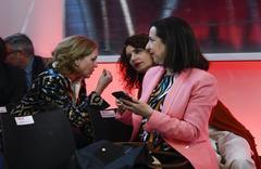Las ministras de Economía y Hacienda, Nadia Calviño (izqda.) y María Jesús Montero (dcha.).
