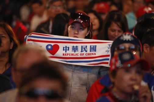 Los partidarios del candidato presidencial del partido Kuomintang...