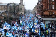<HIT>Glasgow</HIT> (United Kingdom).- Thousands of campaigners for Scottish independence wave Scottish, Catalonian, Lion Rampant and other flags as they attend the All Under One Banner (AUOB) march through <HIT>Glasgow</HIT>, Scotland, Britain, 11 January 2020. According to reports, several thousand supporters of Scottish independence took part in the protest march. (Protestas, Reino Unido, Estados Unidos) EPA/
