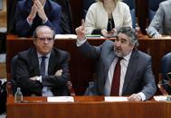 José Manuel Rodríguez Uribes, en la Asamblea junto a Ángel Gabilondo.
